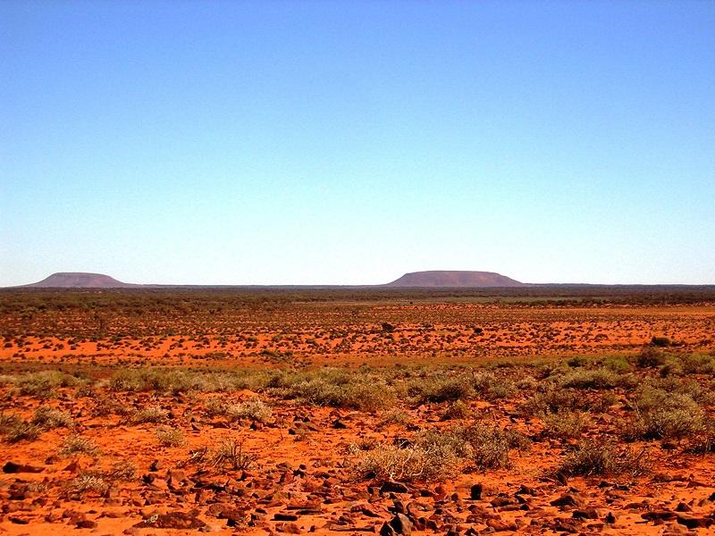 Gdzieś w Czerwonym Centrum Australii - foto Stan Guzinski